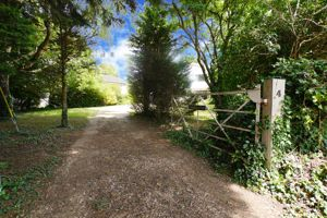 Churchfield Lane