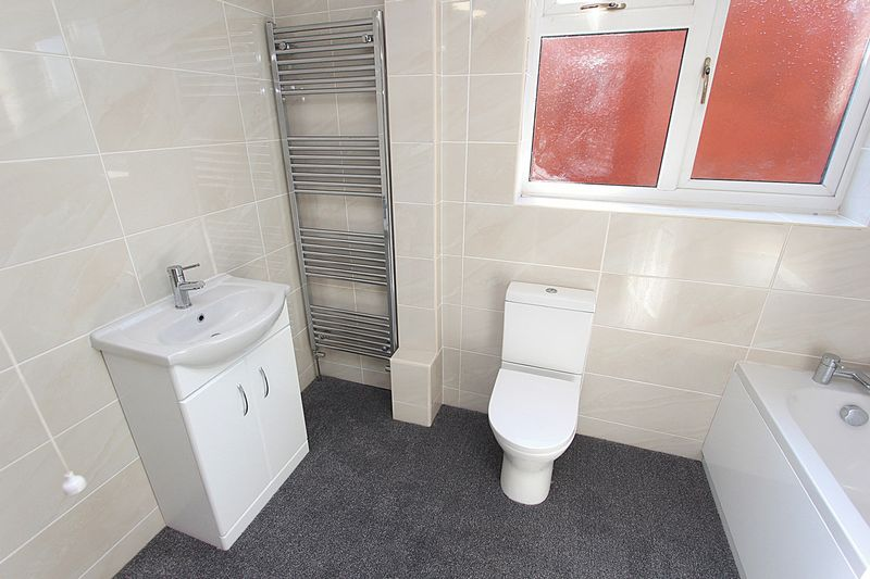Bathroom (Alternative View)