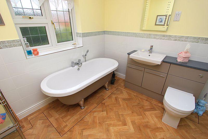 Family Bathroom (alternative view)