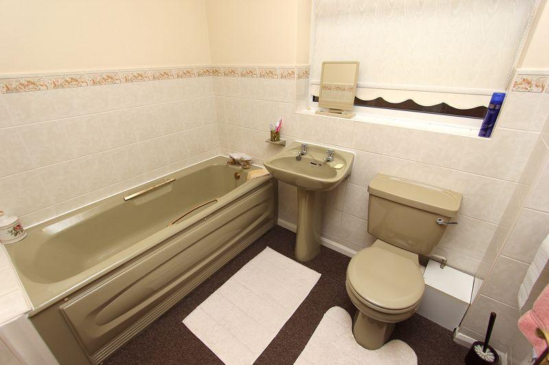 Bathroom (alternative view)