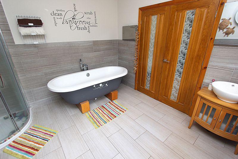 Bed 2 En-Suite Bathroom
