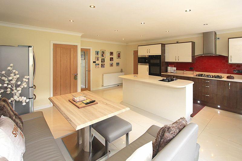 Living Kitchen (alternative view)