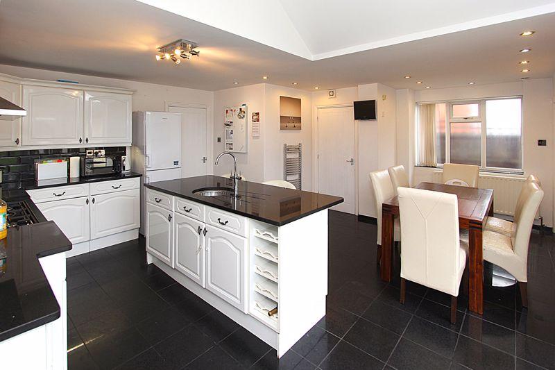 Living Kitchen (alternative view 2)