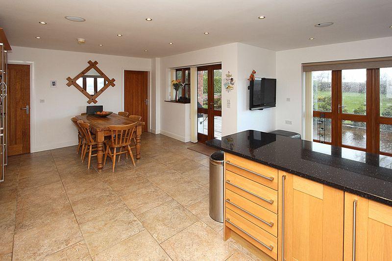 Living Kitchen (alternative view 1)