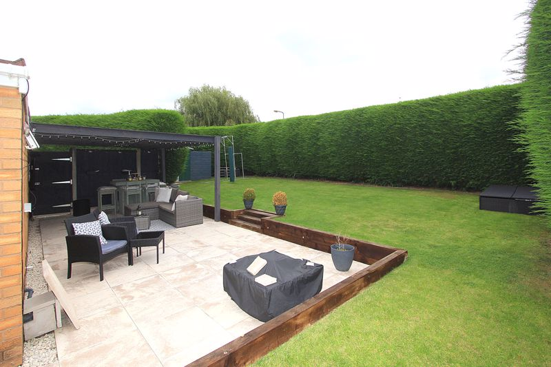 Side Garden and Entertaining Area
