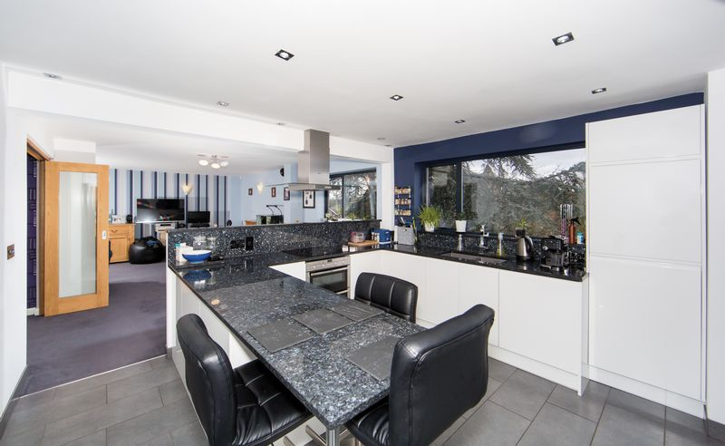 Open-Plan Kitchen/Dining/Family Room
