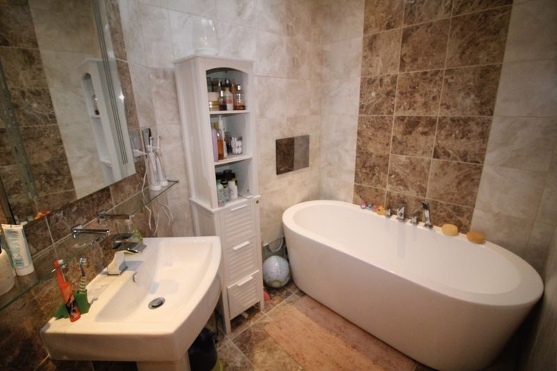 Bathroom & En-Suite