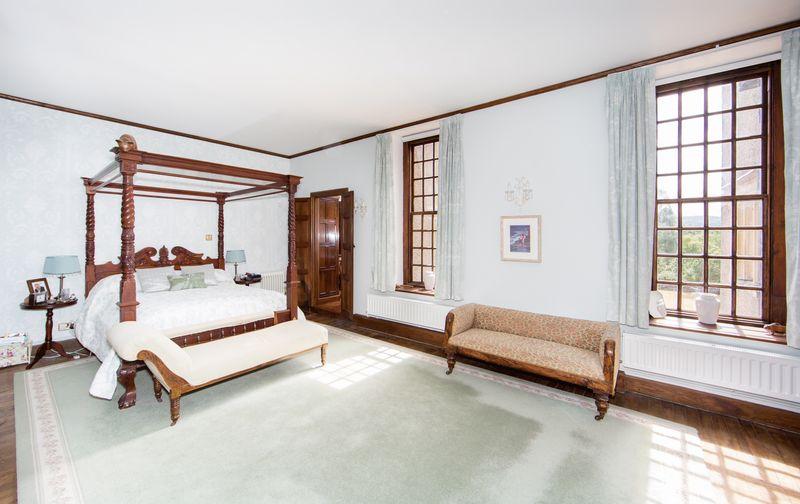 Master Bedroom (Crusoe Room)
