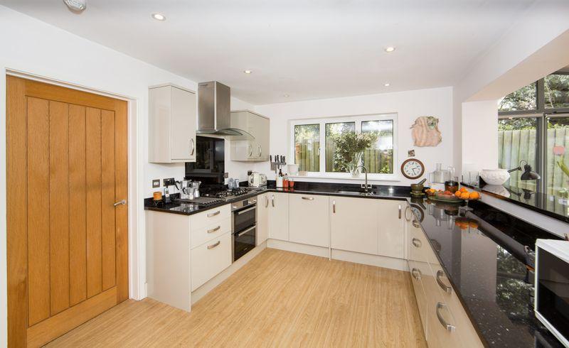 Open-Plan Kitchen/Dining/Sun Room