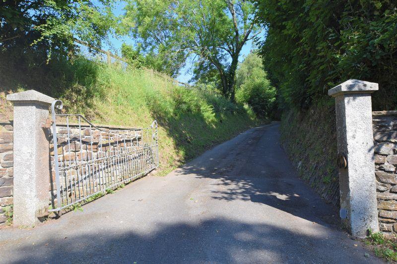 Roydon Road