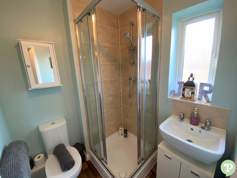 En-suite shower room with power shower