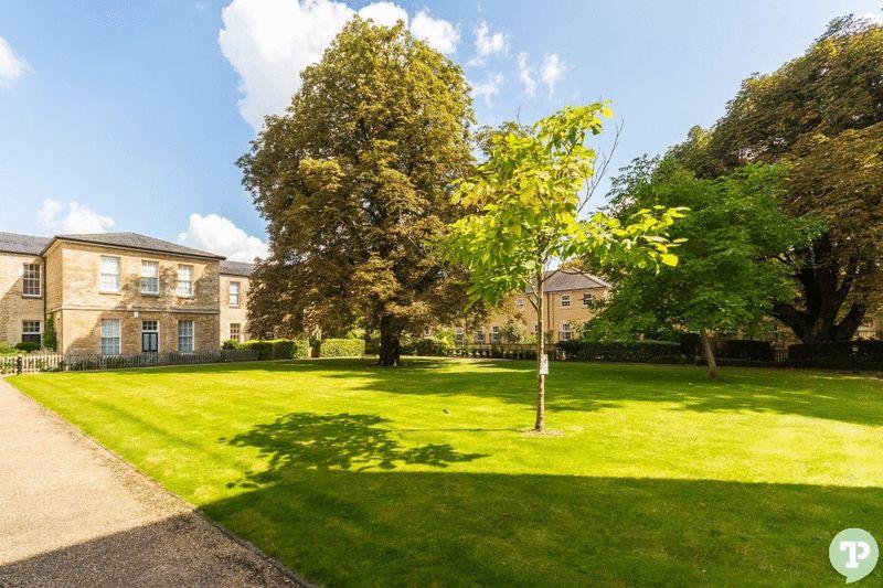 St Georges Manor, Mandelbrote Drive