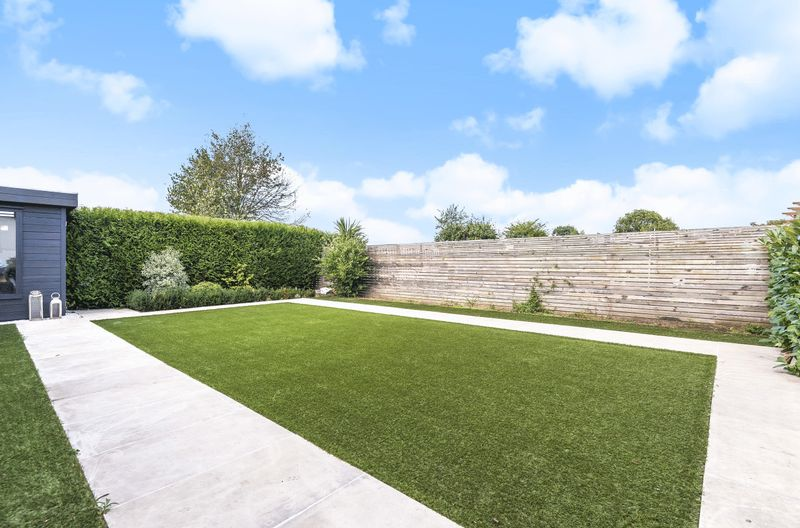 Landscaped Garden / Top Quality Astro Turf