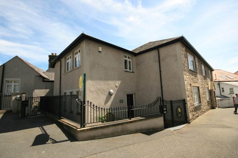 14 Bodlondeb Castle, Llwynon Gardens