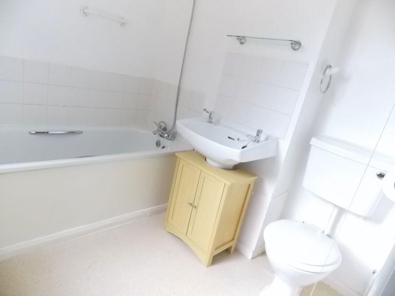 Bathroom (unfurnished)