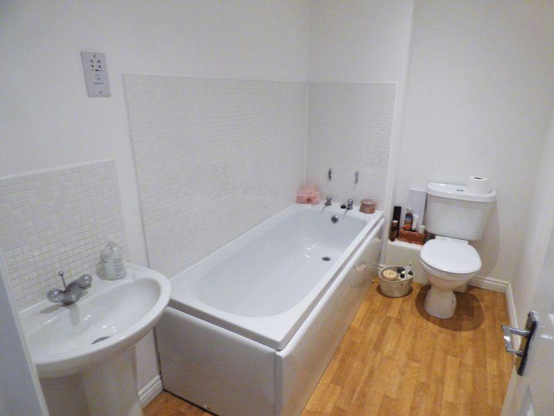 Bathroom (1nd Floor)