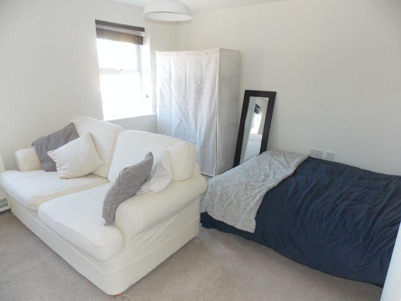 Bedroom/ Lounge
