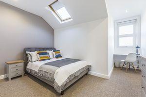 Woodsley Road - Second Floor Flat