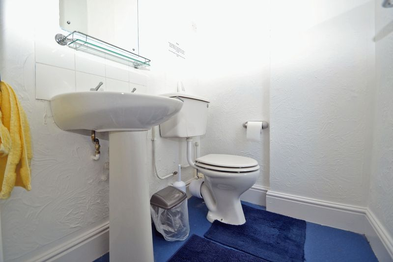 En Suite Cloakroom for Room 4